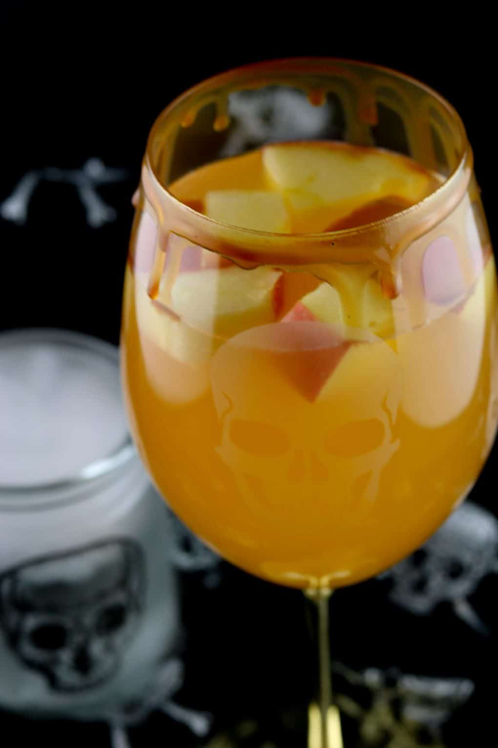 caramel-apple-sangria